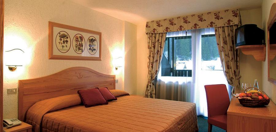 italy_la-thuile_planibel_hotel_bedroom.jpg